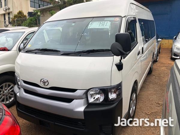 Toyota Hiace Bus 2015-7