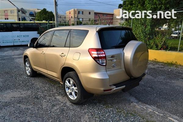 Toyota RAV4 2,1L 2011-3