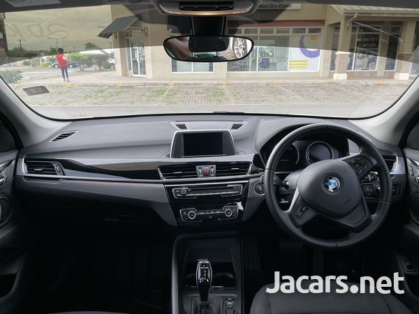 BMW X1 1,5L 2019-13