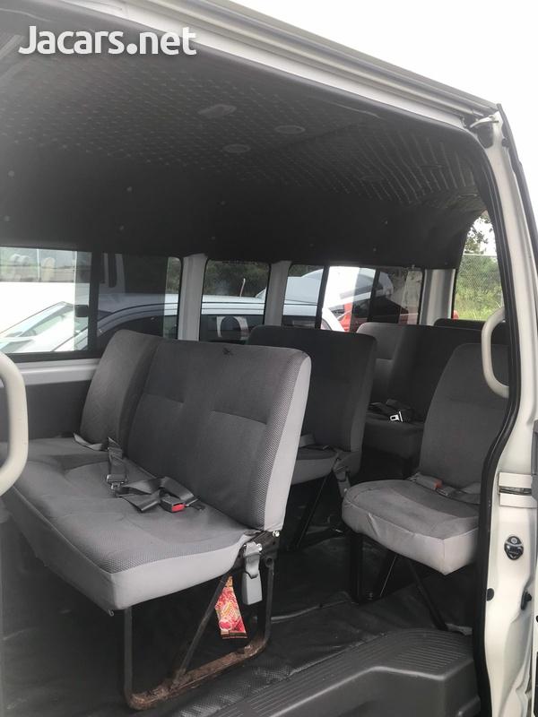 2010 Toyota Hiace Bus-6