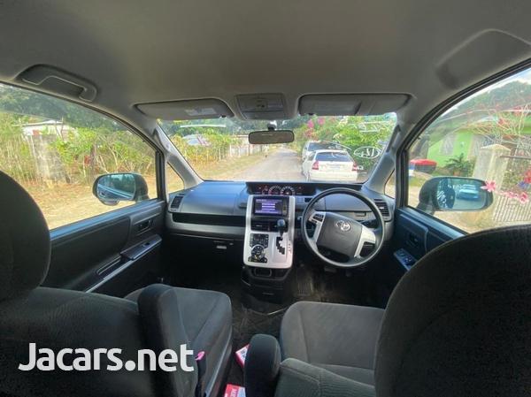 Toyota Voxy 2,0L 2011-6