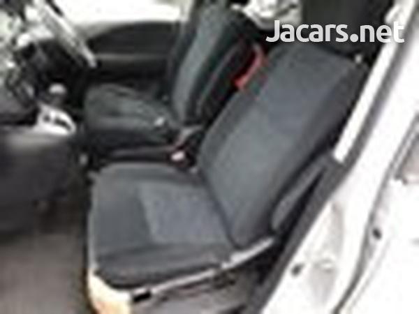 Nissan Serena 2,0L 2012-4