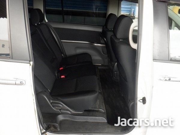 Toyota Isis 1,8L 2010-8