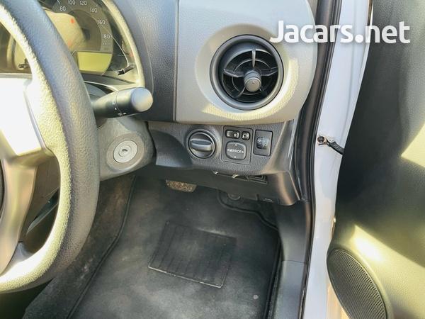 Toyota Vitz 1,0L 2015-5