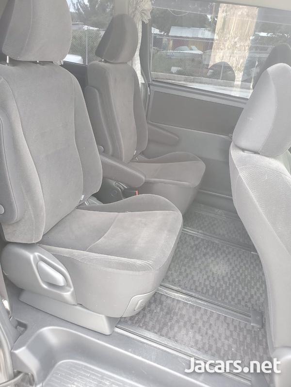 Toyota Voxy 1,9L 2012-5