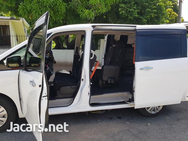 Nissan Serena 2,0L 2015-5