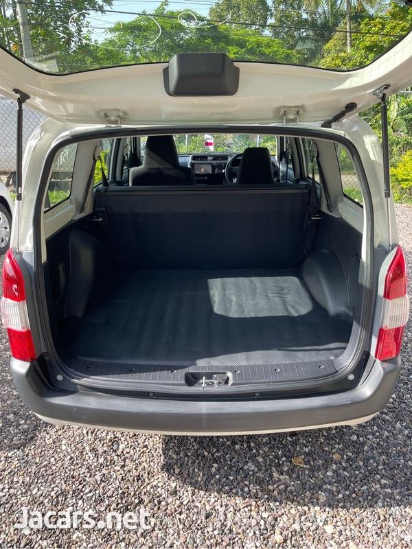 Toyota Probox 1,3L 2016-7