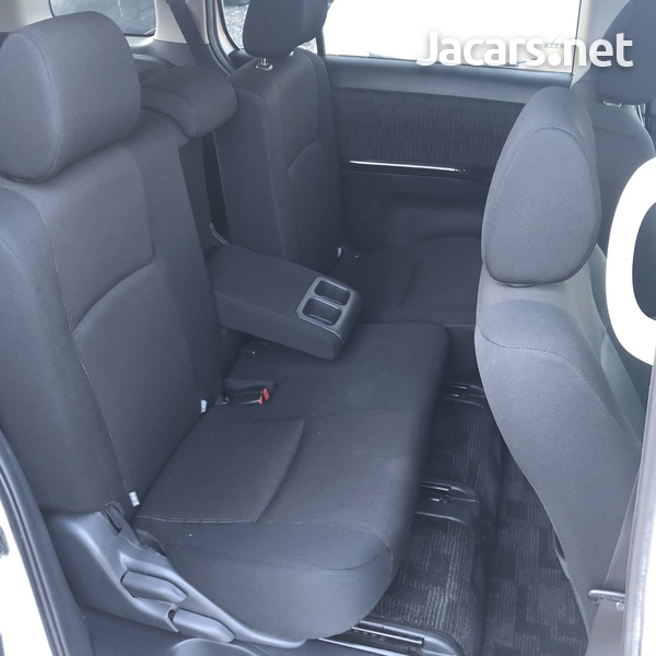 Toyota Isis 1,8L 2012-11