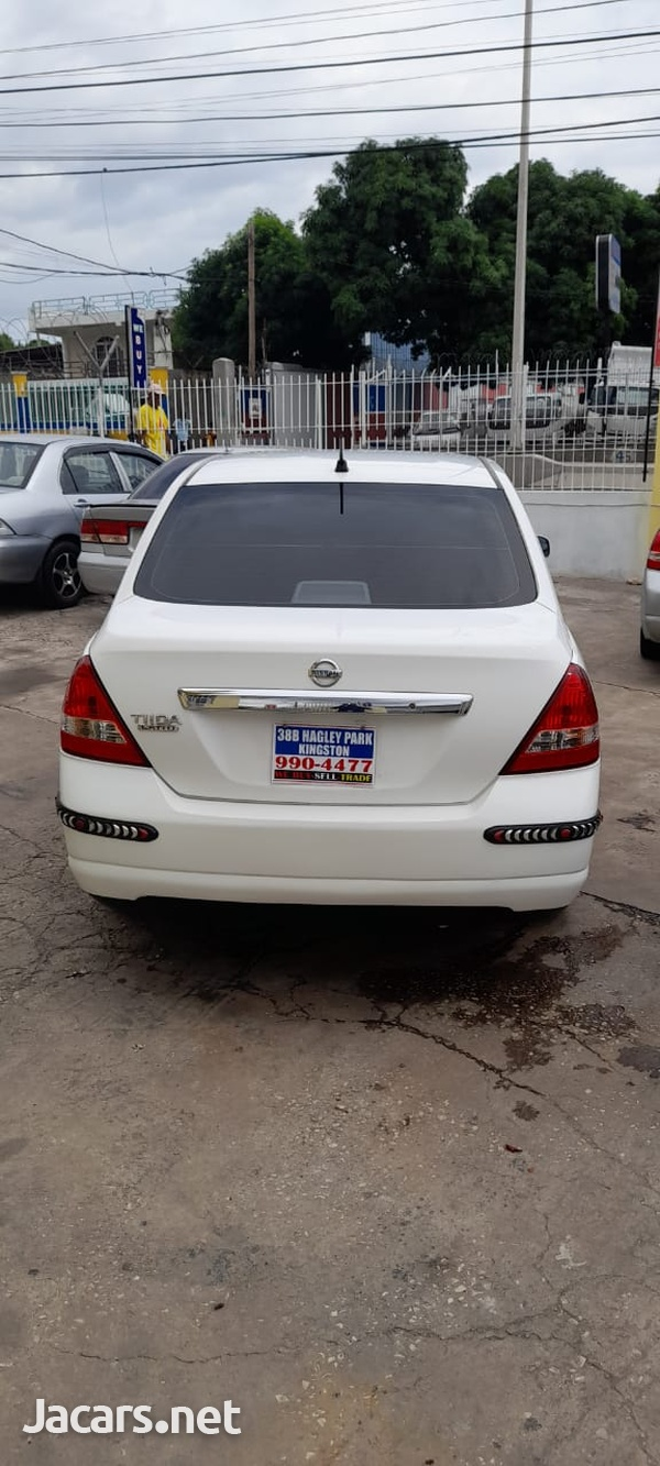 Nissan Tiida 1,8L 2012-4