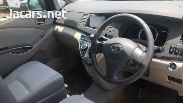 Toyota Isis 1,8L 2011-4
