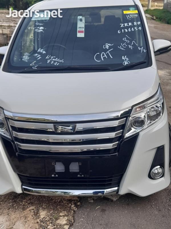 Toyota Noah 2,0L 2015-14