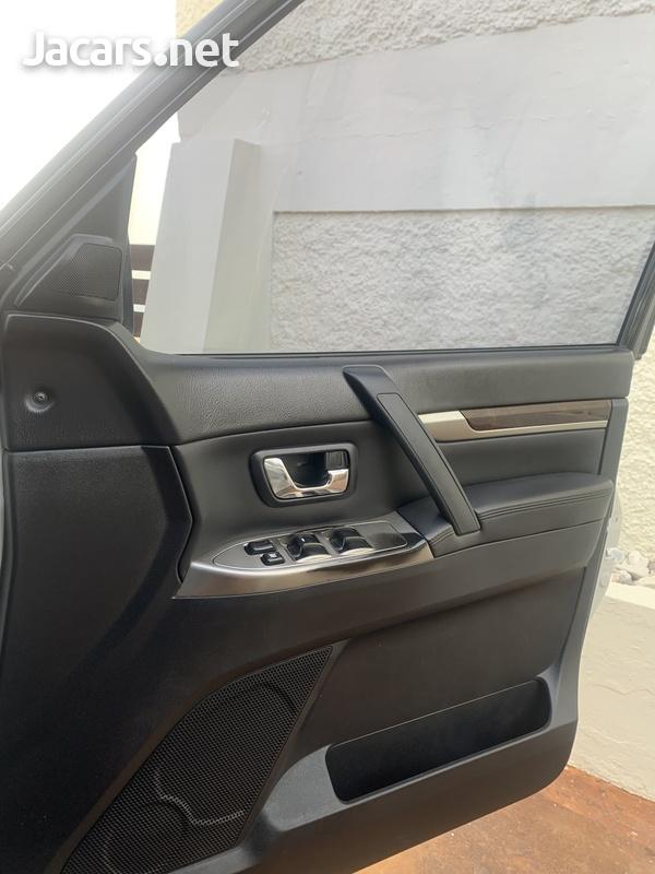 Mitsubishi Pajero 3,0L 2012-7