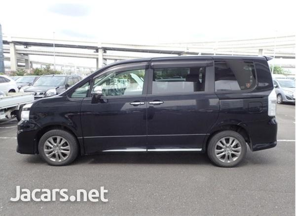 Toyota Voxy 1,8L 2012-5