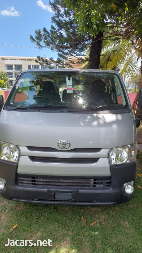2017 Toyota Hiace fullyloaded-1