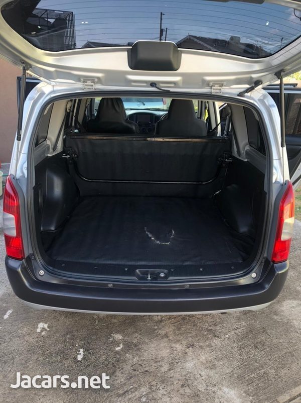 Toyota Probox 1,3L 2014-3