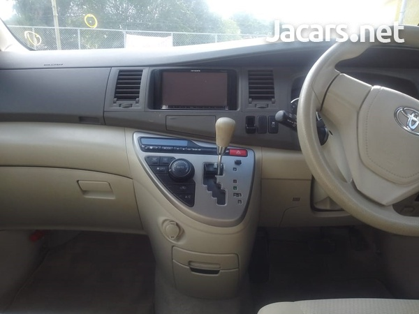 Toyota Isis 2,0L 2015-3