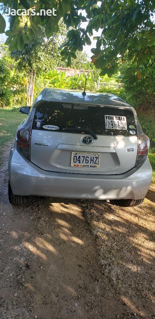 Toyota Aqua 1,5L 2012-3