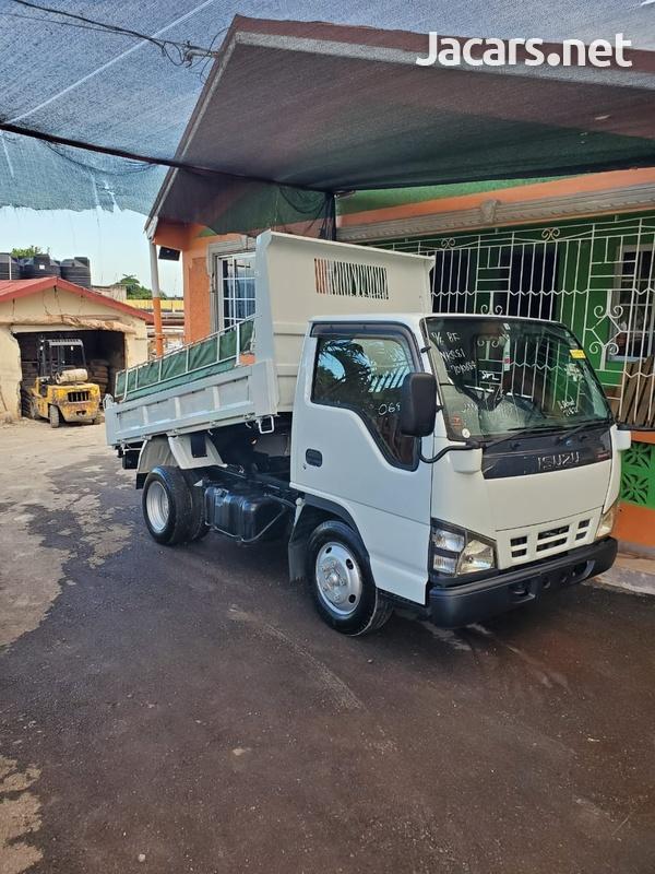 2005 Isuzu Truck-1