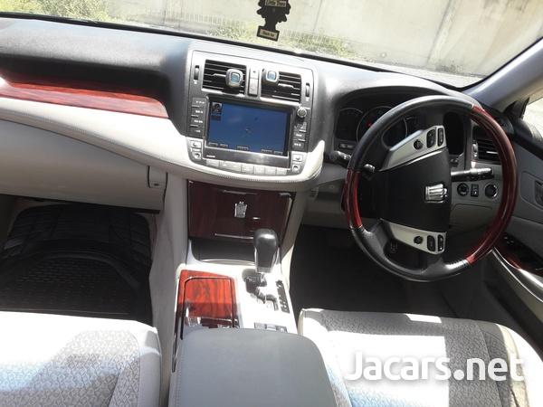 Toyota Crown 2,5 2012-6