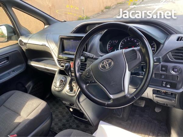 2014 Toyota Voxy-8