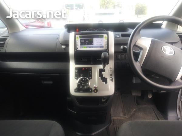 Toyota Noah 2,0L 2014-8