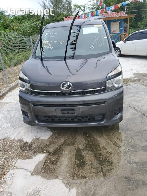 Toyota Voxy 1,9L 2012-1