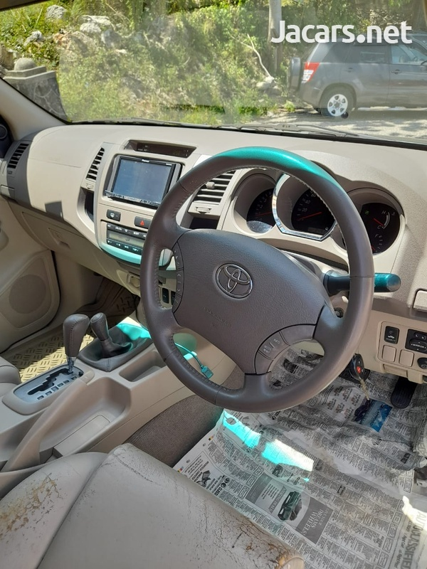 Toyota Fortuner 2,7L 2008-5