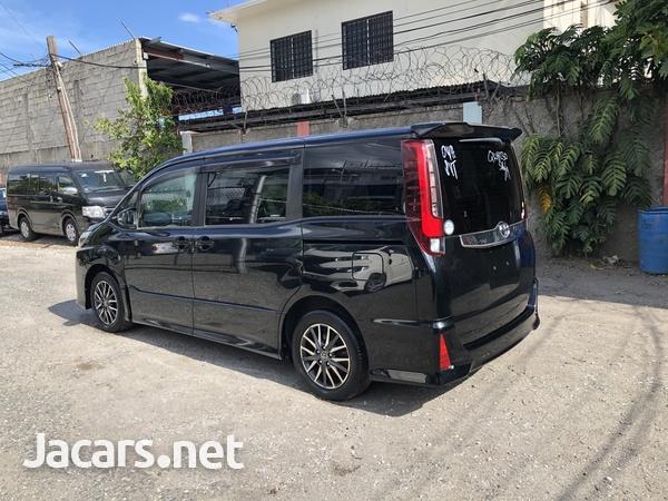 Toyota Noah 2,0L 2014-5