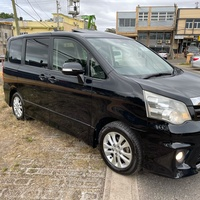 2012 Toyota Noah si sunroof package