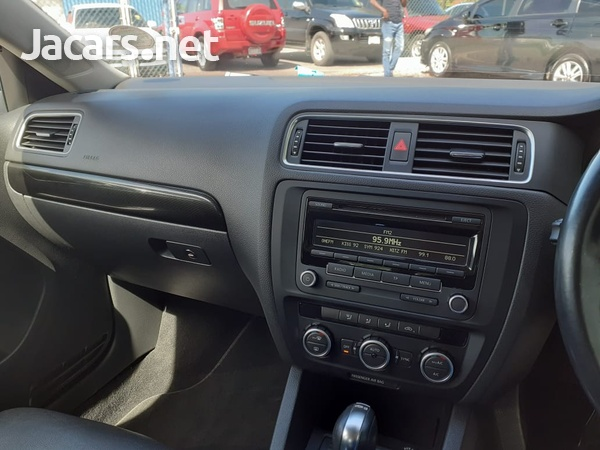 Volkswagen Jetta 2,0L 2014-6