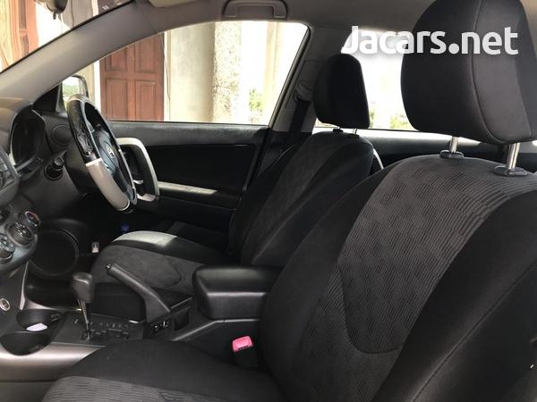 Toyota RAV4 2,0L 2012-6