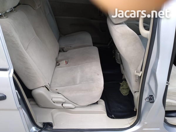 Toyota Isis 1,8L 2010-12