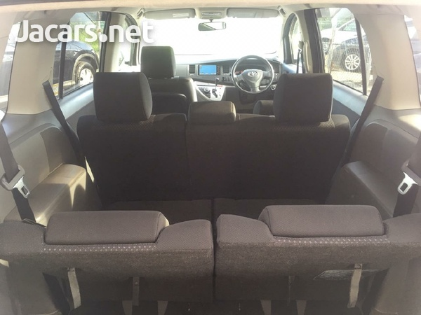 Toyota Isis 1,9L 2010-5