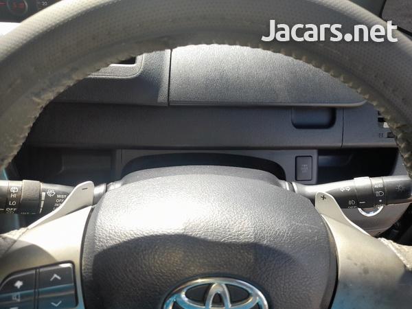 Toyota Voxy 1,9L 2013-7