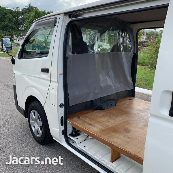 2016 Toyota Hiace Bus/ DIESEL-10