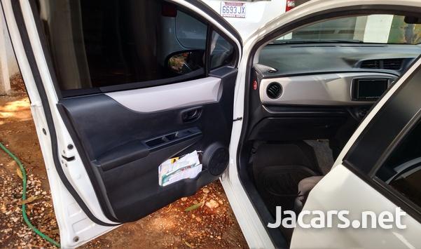 Toyota Vitz 1,0L 2012-9