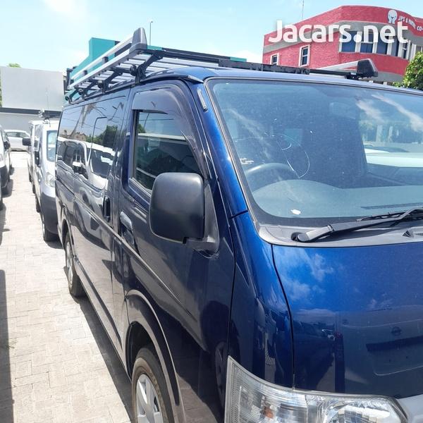 Toyota Hiace 3,0L 2015-1