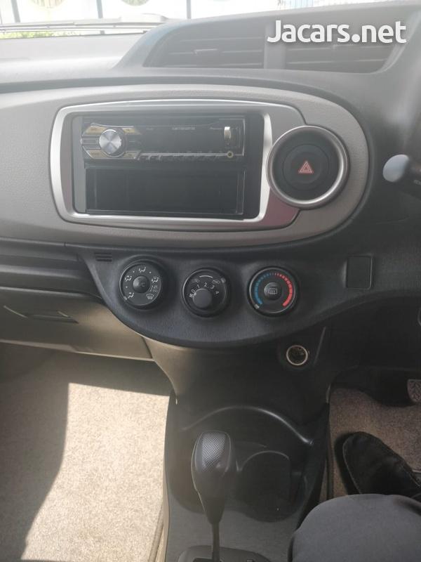 Toyota Vitz 1,0L 2013-7