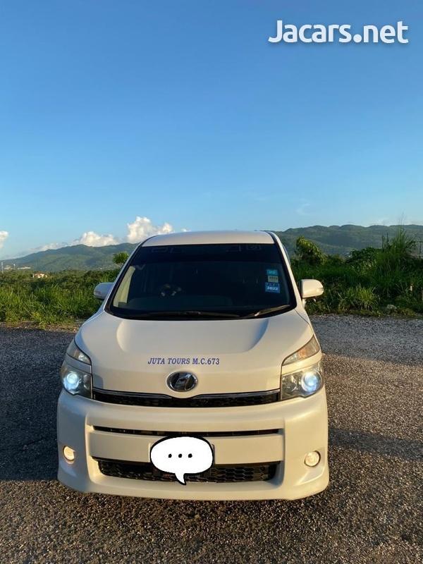 Toyota Voxy 1,9L 2011-8