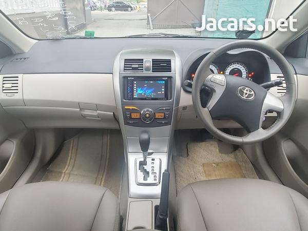 Toyota Corolla Altis 1,6L 2013-11