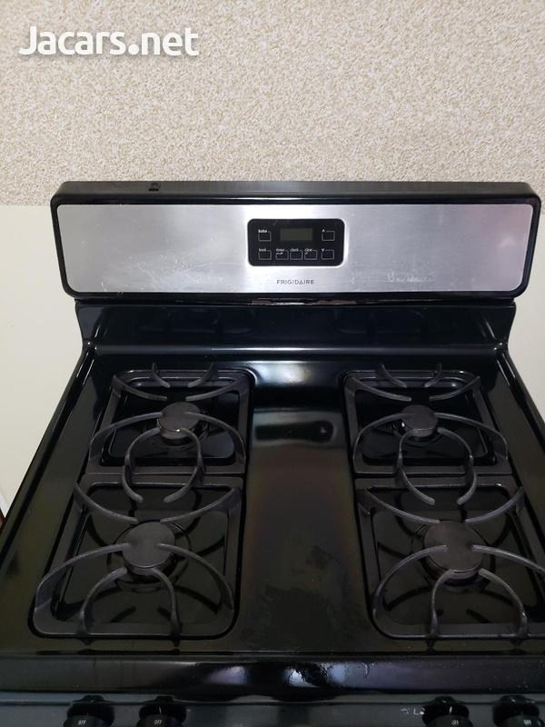 4 burner frigidaire stove.-5