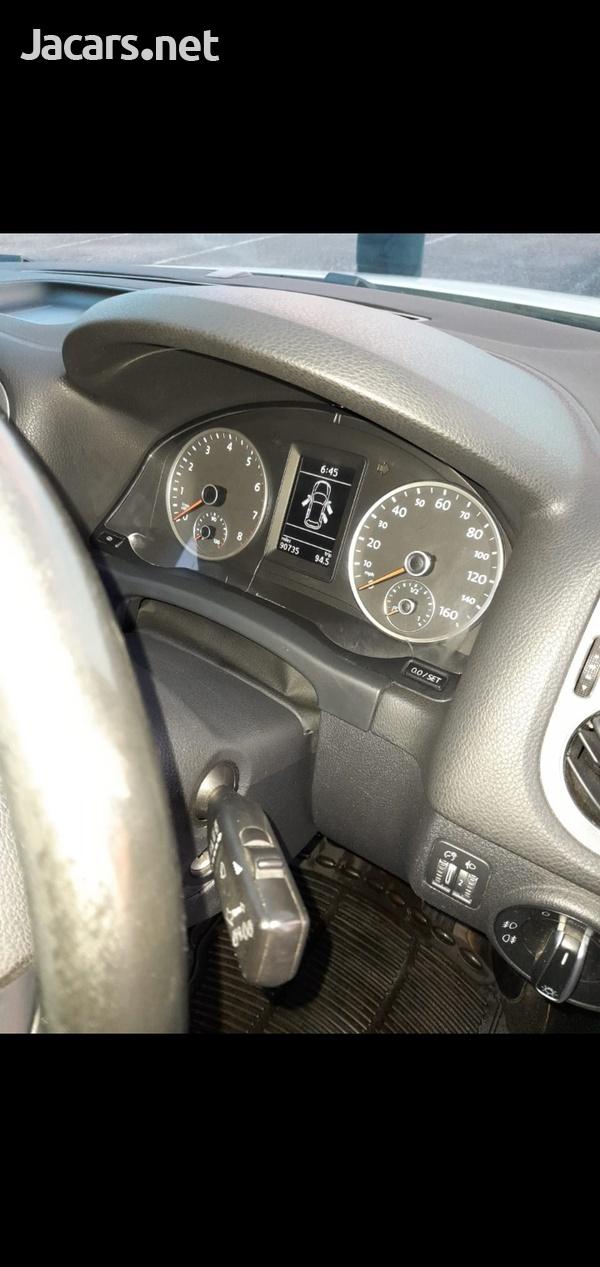 Volkswagen Tiguan 2,0L 2013-5