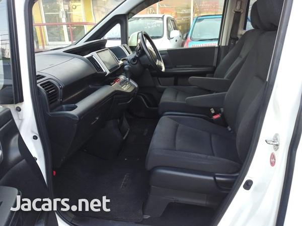 Honda Stepwgn 1,6L 2015-6