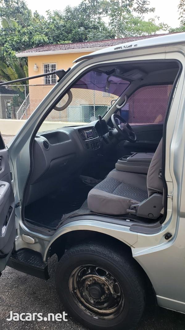 2005 Nissan Caravan-3