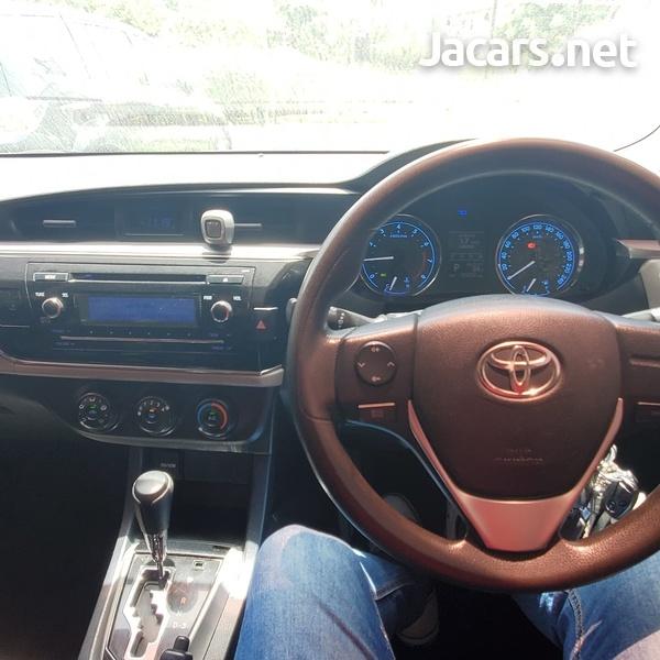 Toyota Corolla Altis 1,9L 2014-6