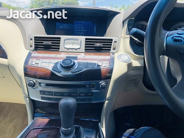 Nissan Fuga 3,7L 2014-6