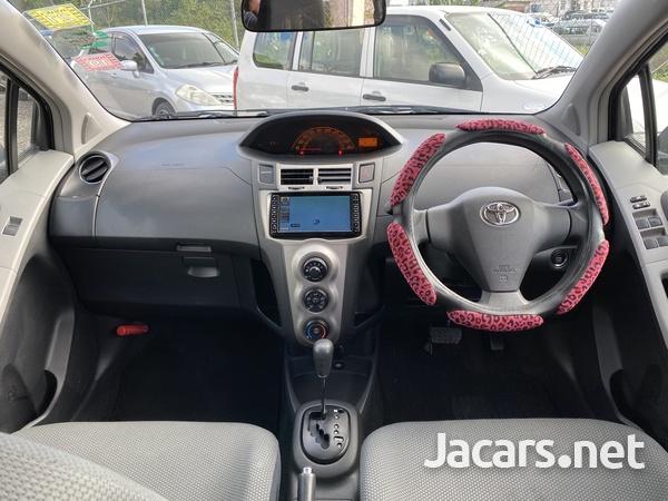 Toyota Vitz 1,3L 2010-7