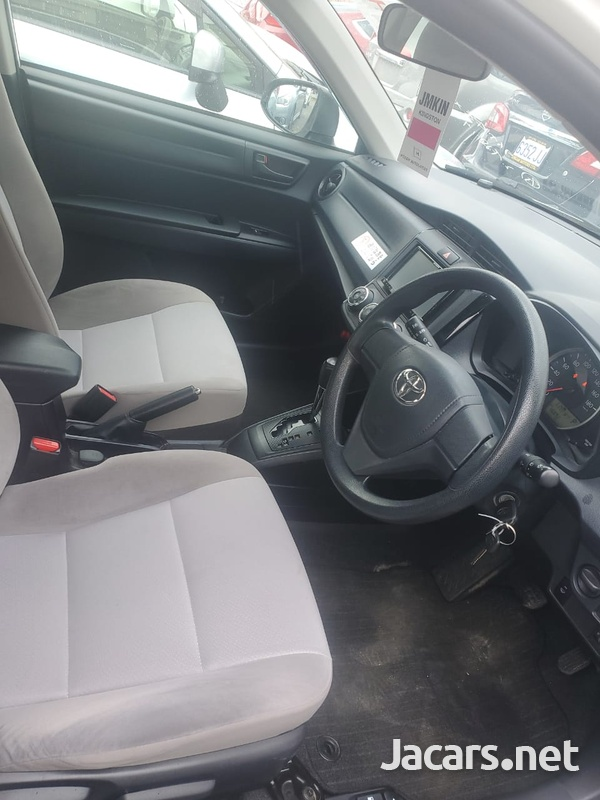 Toyota Axio 1,6L 2016-5