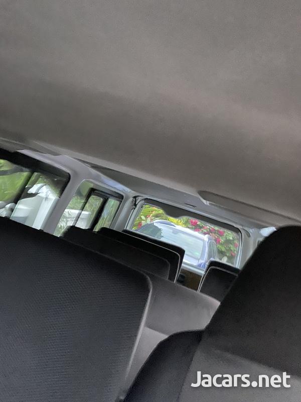2015 Toyota Hiace mini bus-4