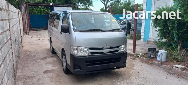 Toyota Hiace Bus 2,0L 2013-5
